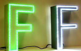 Lettere scatolate LED