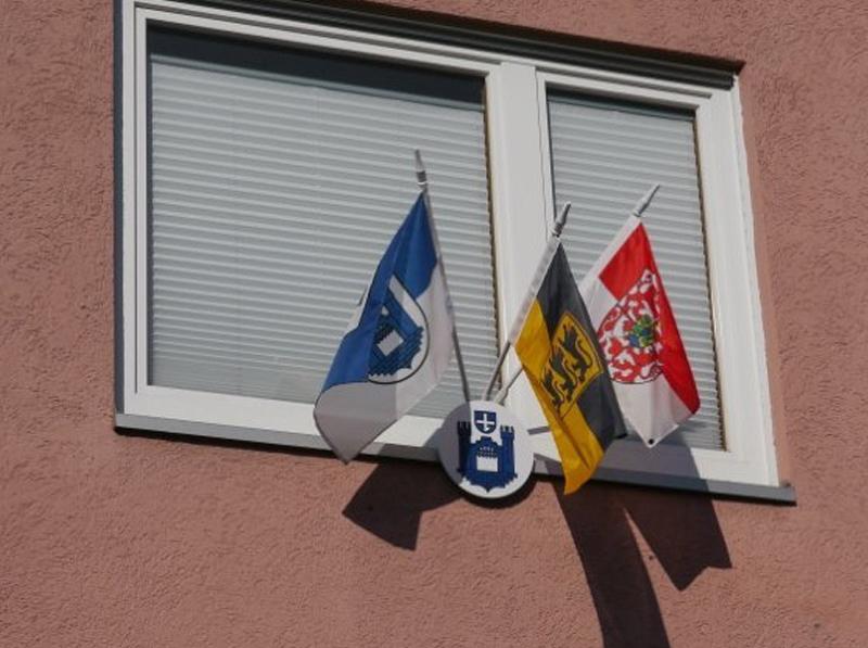 Bandiere con installazione a parete