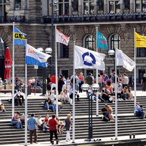 Pennoni con bandiere istituzionali