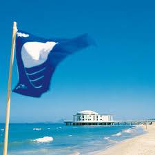 Bandiera installata in spiaggia