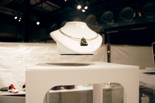 Espositore levitante per gioielli