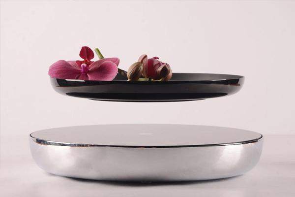 Espositore a levitazione magnetica