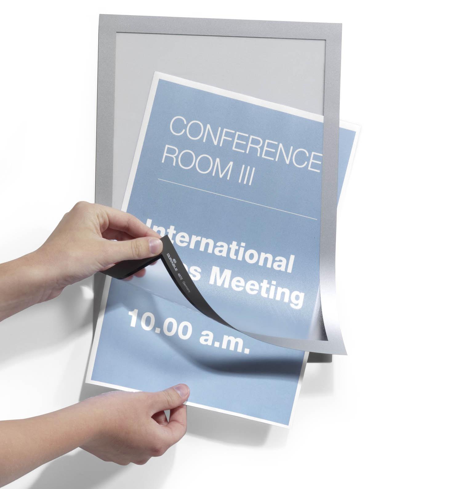 Con Poster Duraframe è possibile sostituire la stampa con grande facilità