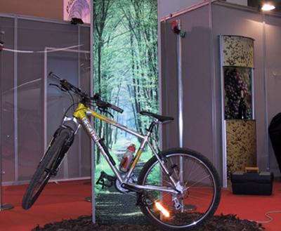 Totem con display ed installazione di bicicletta in vendita