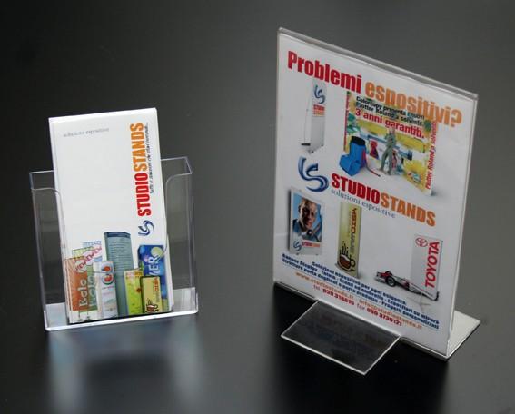 Espositori porta depliant e porta comunicazioni in plexiglas