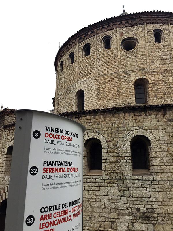 Totem installato a Brescia, Duomo Vecchio