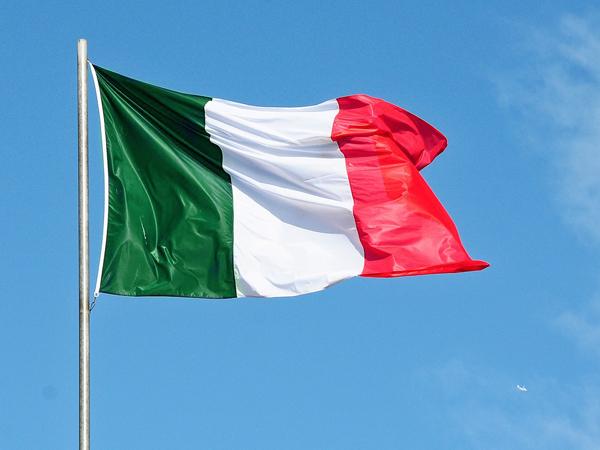Bandiera Italia su pennone
