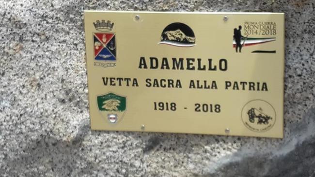 Adamello Vetta Sacra della Patria: targa commemorativa