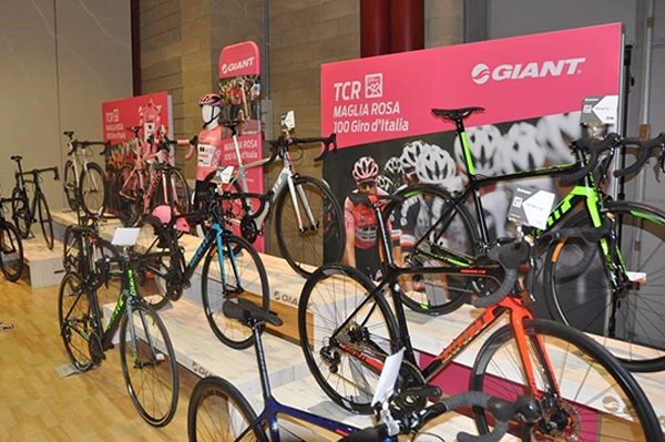 Espositori per negozi di ciclismo