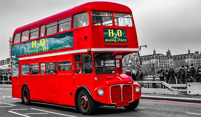 Pubblicità mobile su un autobus