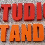 Lettere scatolate per le nuove insegne Studio Stands