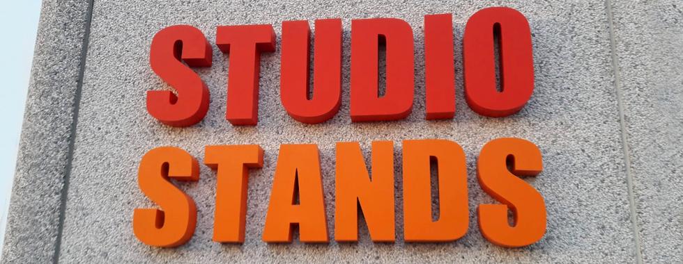 Insegna Studio Stands realizzata con lettere scatolate