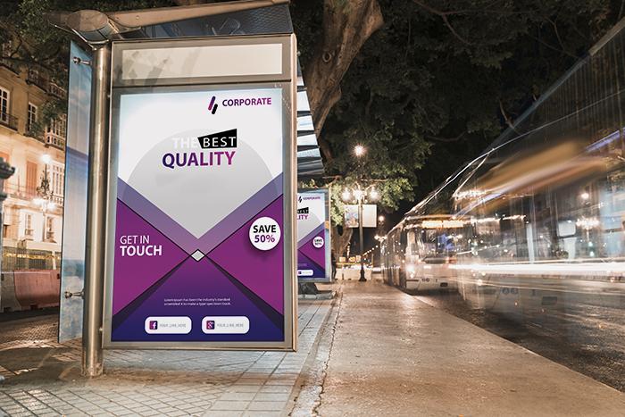 Poster presso una fermata dell'autobus