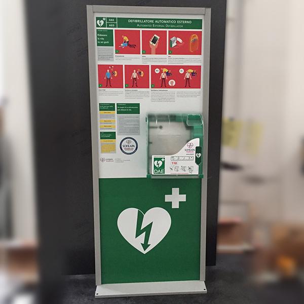 Totem Flat con defibrillatore