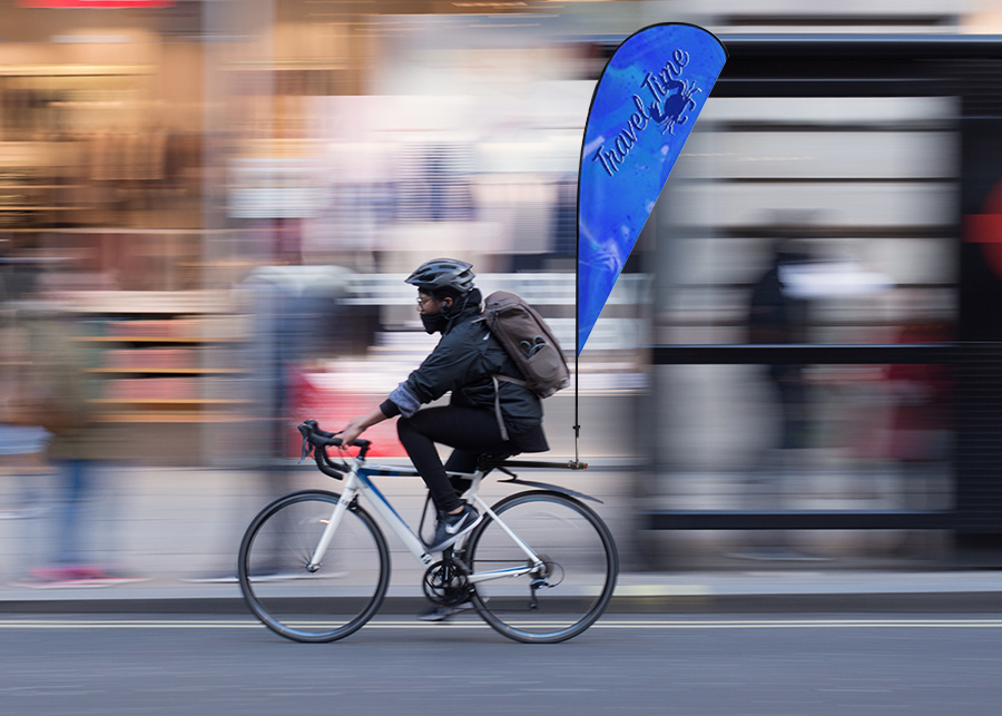 Bandiera pubblicitaria su bicicletta