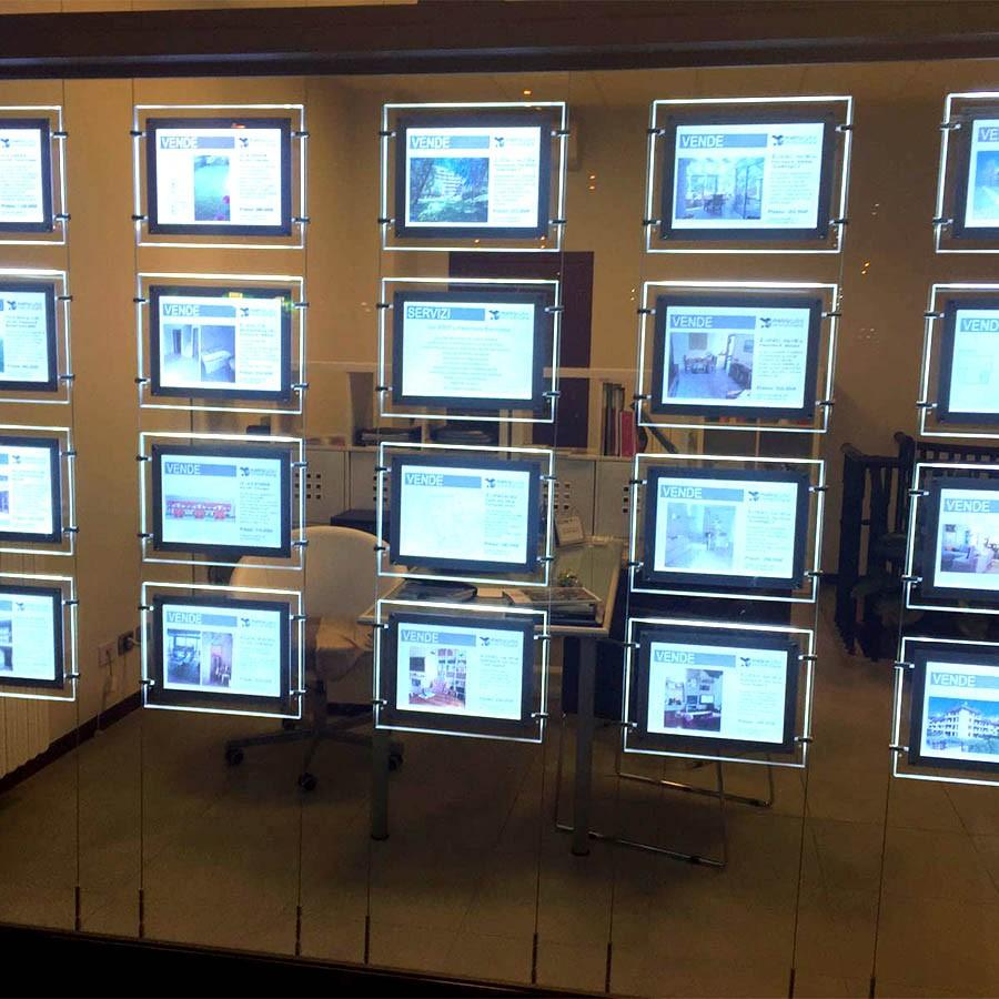 Espositori per agenzie immobiliari multimessaggio LED