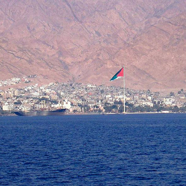 Pennone di Aqaba visto dal mare