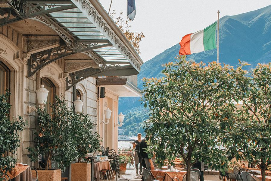 Bandiera italiana presso un ristorante